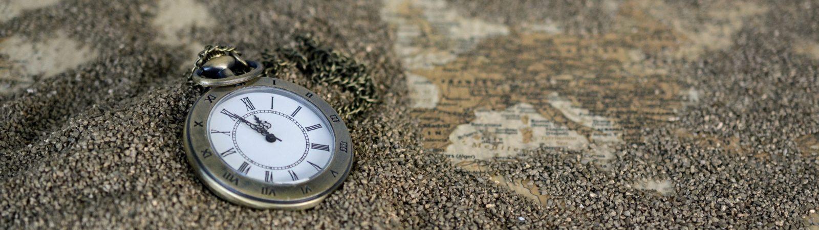 Laikrodis ant smėlio